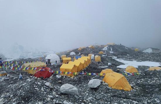 珠峰大本营中国登山者:确有新冠病例已送下山