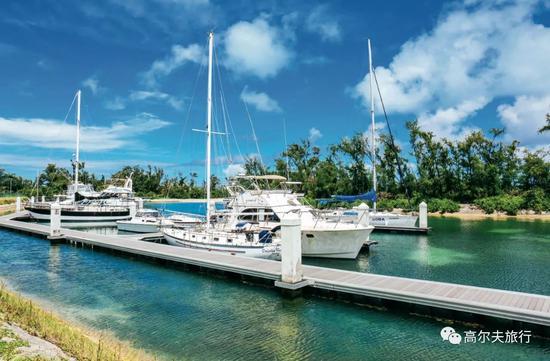 前往军舰岛的码头,停靠着许多私家游艇