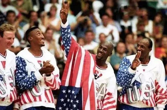 乔丹披国旗维护个人赞助商利益为后来者效仿。