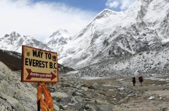 攀登不是攀比!11张图片通知你 提战珠峰有众危境