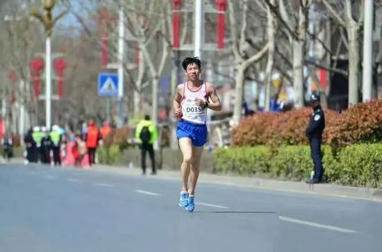 疫情下马拉松运动员长胖15斤 现在的开销只能靠过去的积累
