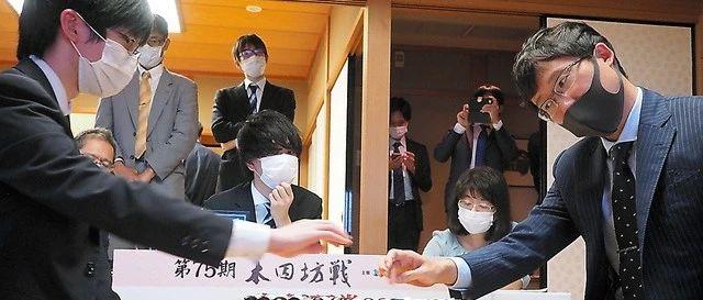 研究AI见成效 本因坊井山裕太成功击退最强挑战者