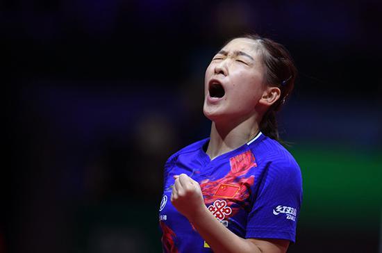 刘诗雯在比赛中庆祝得分。新华社 图