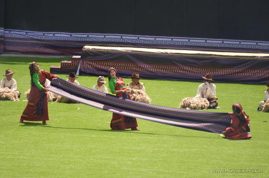 传统织布与羊毛表演