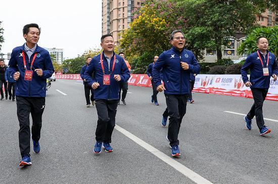 万名跑者竞速晋马特步助力喜欢拼敢赢