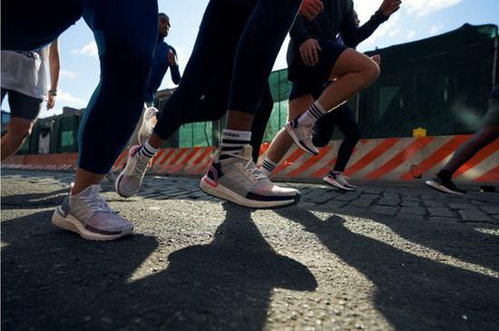 adidas UltraBOOST 19 跑鞋