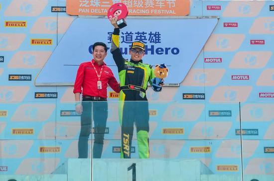 赛道铁汉Supercar C组冠军 陈维安