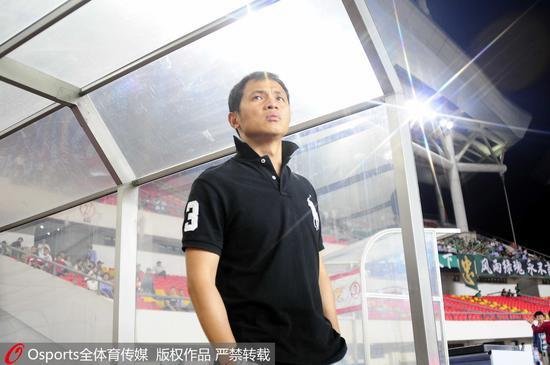 年轻时的朱炯,意气风发。