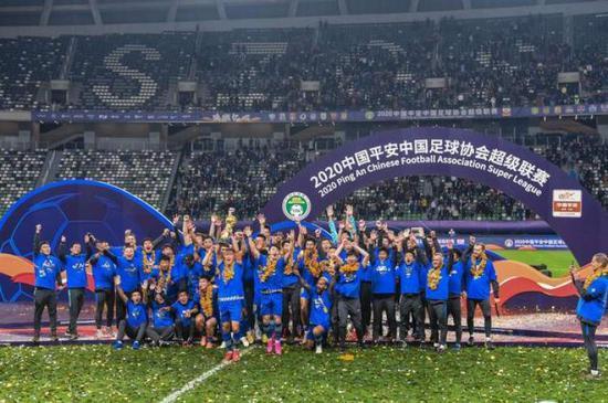 中国足坛最命运多舛球员:效力两队 1队解散1队停运