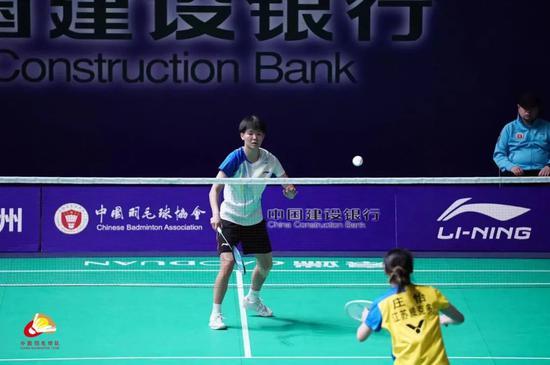 冠军赛黄东萍黄雅琼PK女双 00后新星双线进16强