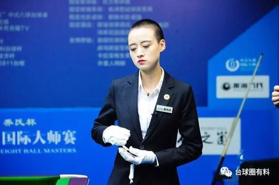 决金美女裁判比赛中被球杆戳眼 坚持完成执裁