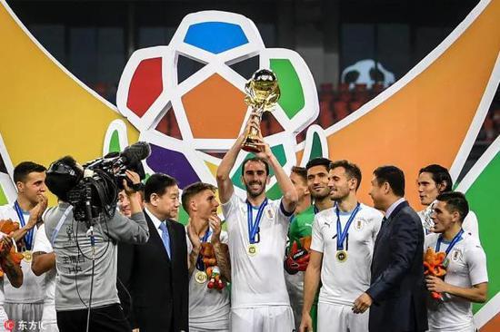 跟去年第一届中国杯不一样,这一次,王健林投入的心血更多。