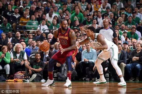 不要低估一顆總冠軍的心!不懂得分的關鍵先生,他代表了綠軍的鐵血精神!-Haters-黑特籃球NBA新聞影片圖片分享社區