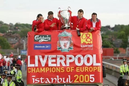 2005年欧冠,利物浦夺冠后的巡游大巴