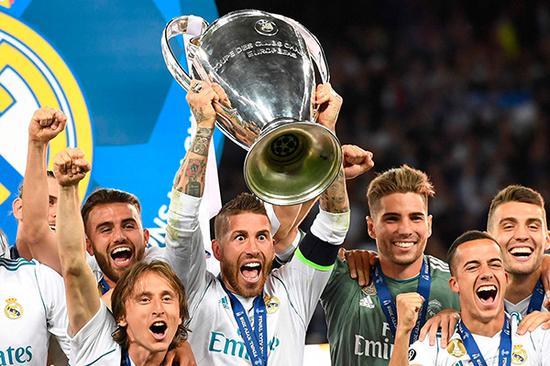 皇马完成欧冠三连冠。