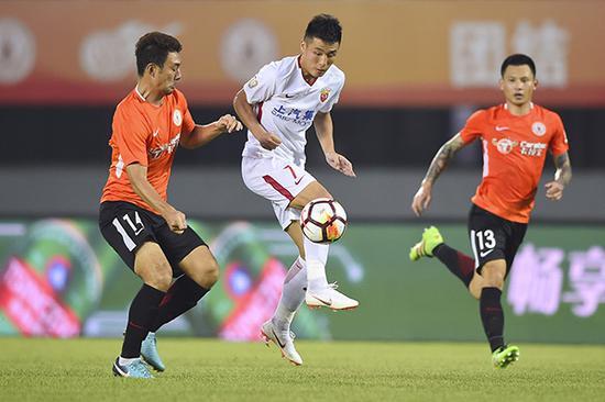 上海上港5比1北京人和,球队终于松了一口气。本文图片 视觉中国
