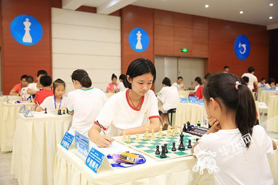 国际象棋比赛现场 。 记者 刘嵩 摄