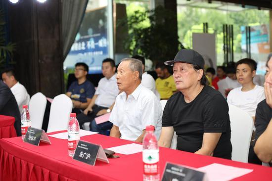 朱广沪和商瑞华在活动现场。