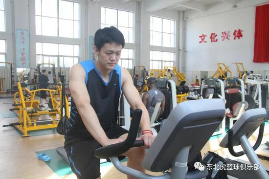 姜宇星进行体能训练