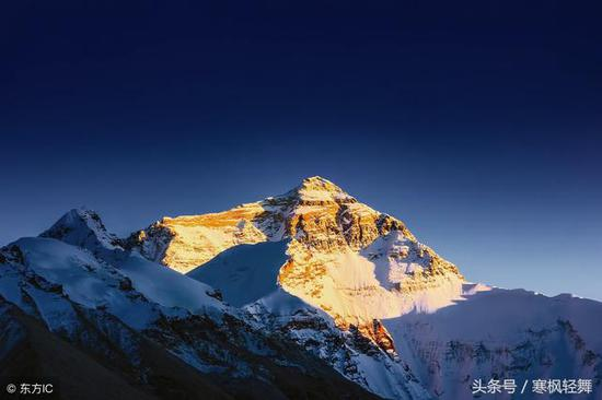 登山队遇雪崩遇难 他用20年寻找遗体只为真正的告别