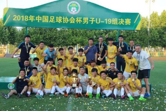 苏宁梯队夺得中国足协杯外子U19组冠军。