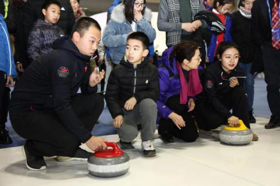 冰壶国家队队员请示不益看多演习冰壶