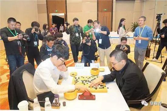 12月26日,决战局,陈耀烨执暗207手中盘制服申真谞。