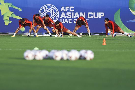而在小组赛首战逆转击败吉尔吉斯斯坦后,赢球大大缓解了球队此前的心理压力。