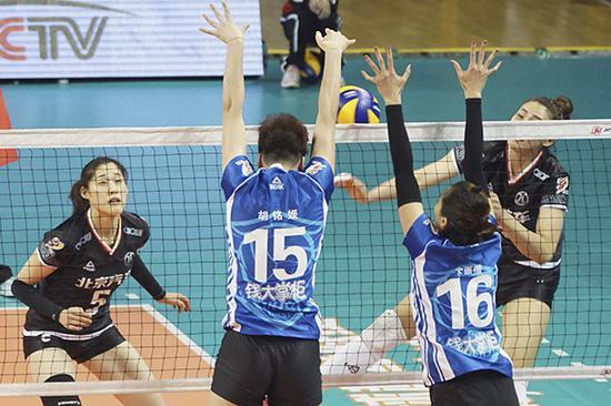 女排超级联赛半决赛第3场,上海女排VS北京女排。