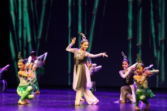 (图)舞蕾舞蹈培训中心的孩子们化身成竹影与清风