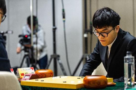 柯洁在比赛中。新华社记者陶亮摄