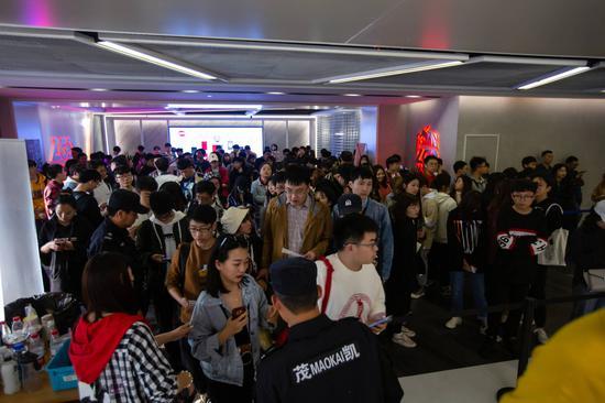 比賽當天來到LGD聯盟電競館觀賽的觀衆