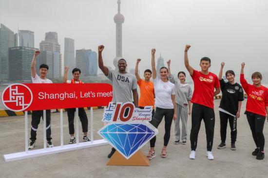 田径明星在上海北外滩加入推行   推戴静止。