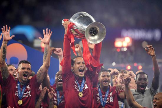 范戴克率领利物浦拿下欧冠。