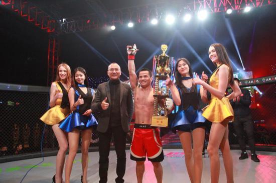 黄超:代外中国队制服俄罗斯选手穆尔塔扎利夺得中外对抗赛冠军