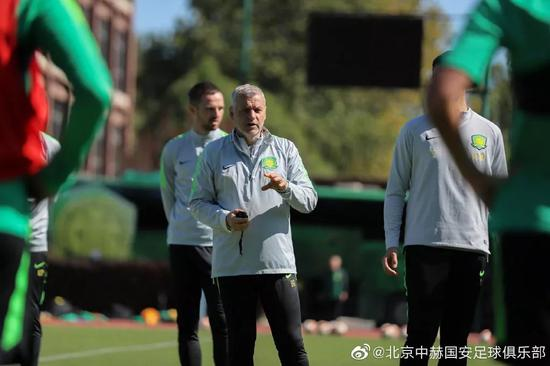 足球报专访热内西奥:优先留在北京 赛程不说明问题