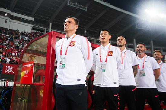 广州恒大淘宝2-2河南建业,这是卡帅最后一次站在恒大的教练席。本文图片 视觉中国