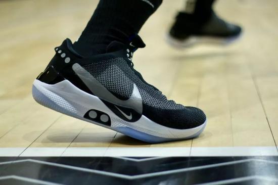 【推荐】史上最智能的篮球鞋!球员已经把它玩出花了