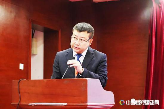 副裁判长苗燕林宣布第三轮开始