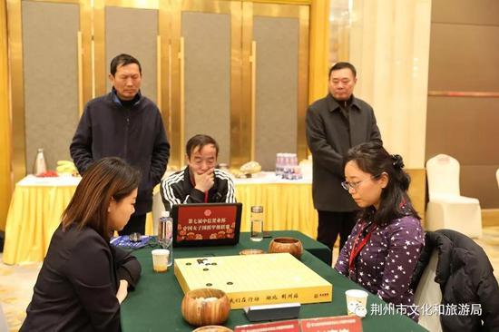 中共荆州市委宣传部副部长 王振东观看比赛