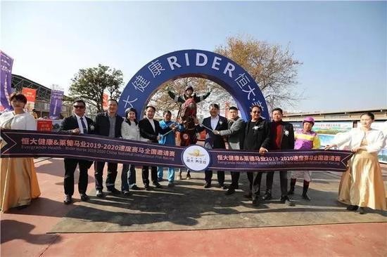 恒大莱德速度赛马全国邀请赛在嵩明举行