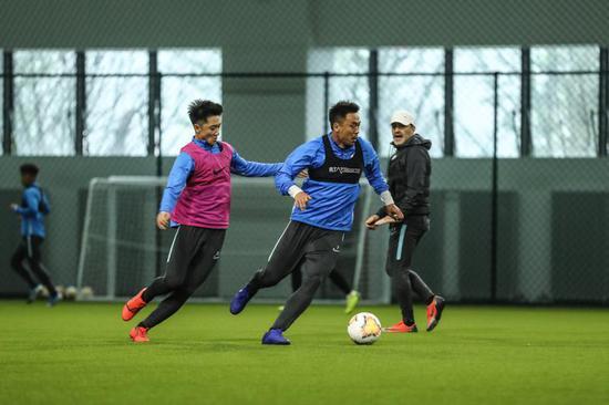 大连人队训练备战新赛季。