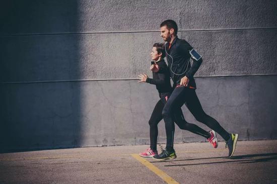 《【高德平台官网】掌握这5点恢复法则 你跑步就不会那么累了》