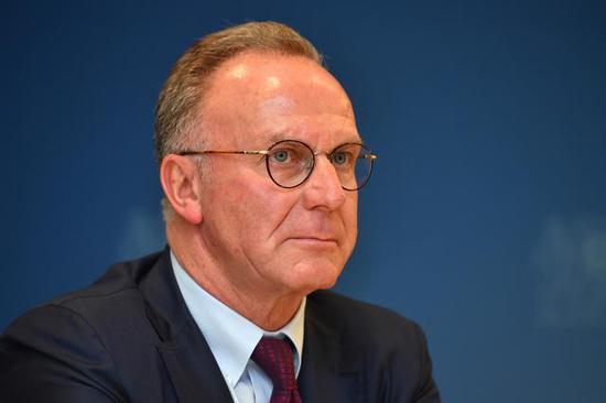 鲁梅尼格:FIFA考虑正常评选足先 希望莱万获奖