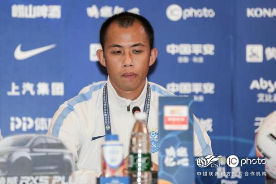 范帅:扎哈维还能保持多年高水准 他是球员们的典范