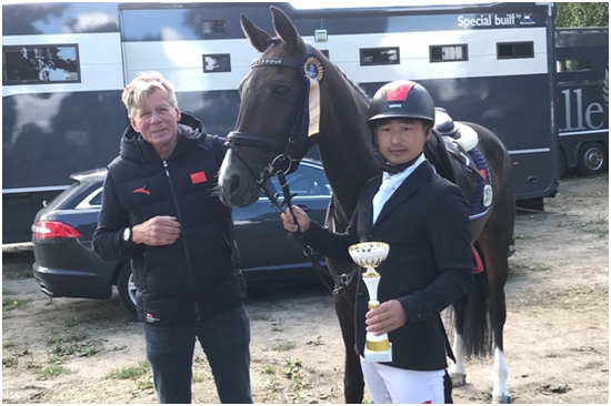 中国马术队三项赛骑手包英凤获得国际马联三星级长途赛亚军