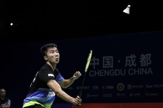 青岛仁洲队小将、国羽男单选手陆光祖在比赛中。