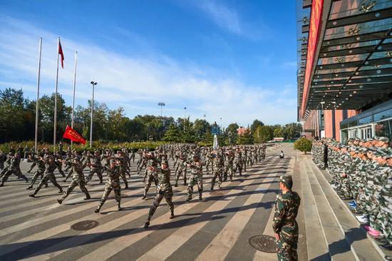 中国田径军训激发将士高昂斗志 提高奥运备战能力