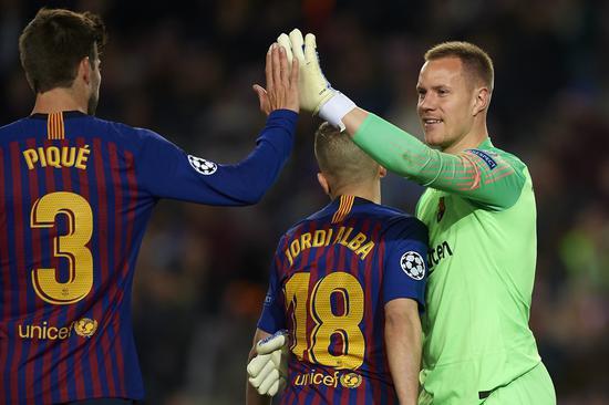 特狮:希望梅西能继续在巴萨愉快地踢球