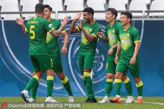 2020年11月21日,亚冠小组赛H组:首尔FC队1:2负北京国安。图为北京国安队球员庆祝进球。